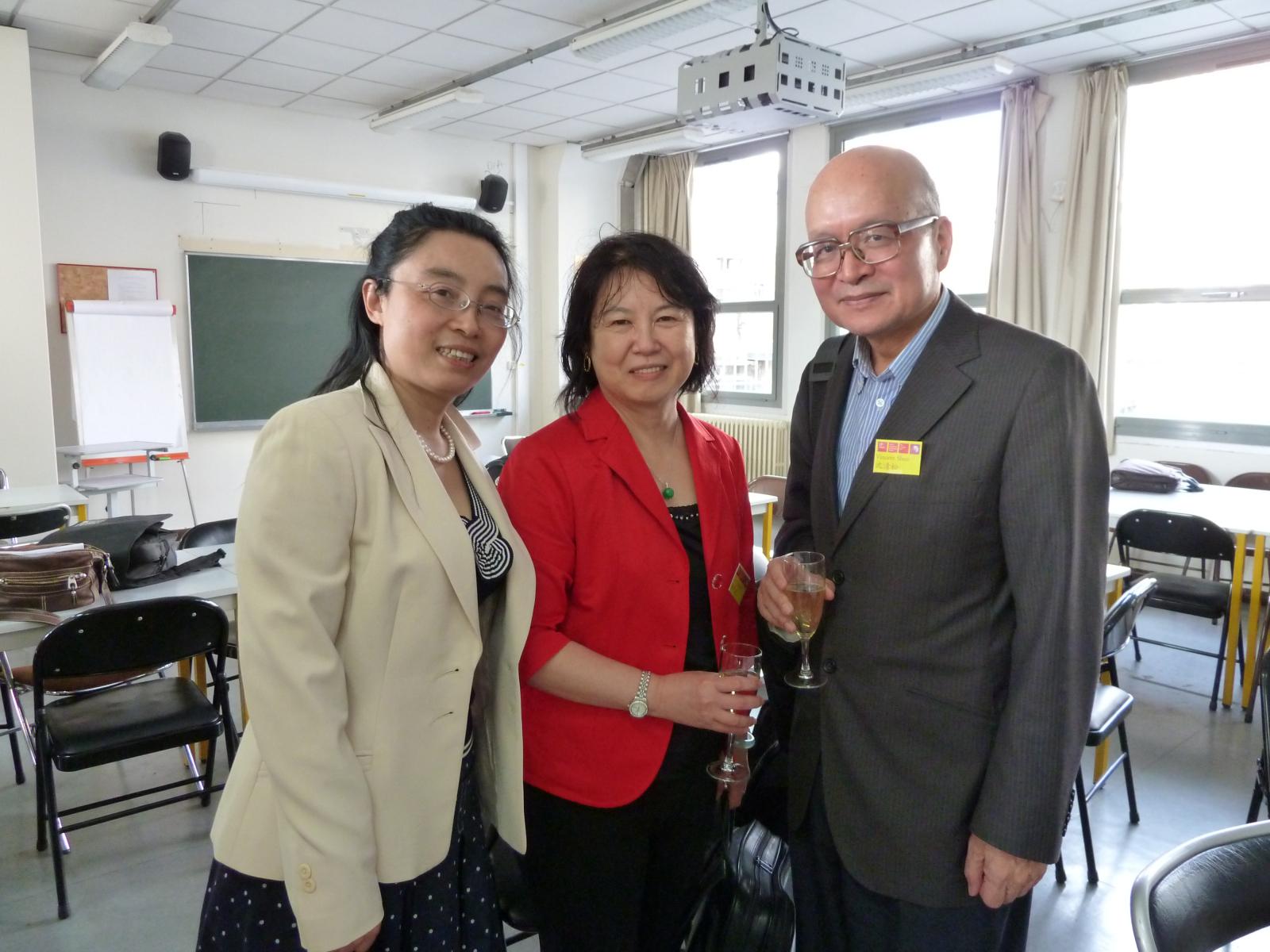 王毅提供沈老師夫婦和四川外國語大學傅曉微在巴黎會議告別宴會留影