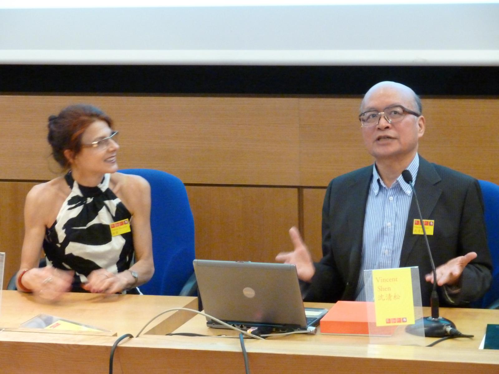 王毅提供清松老師主持巴黎2011年第17届ISCP闭幕式